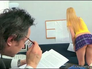 Σεξ lesson με καυλωμένος/η δάσκαλος