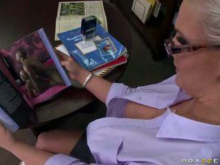Tattooed blondīne skolotāja phoenix marie takes a liels dzimumloceklis video