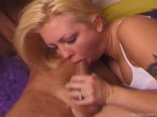 Pecker starved beib chloe dior ja tüdruksõber swarms edasi a beefy ramrod seksikas ja metsik