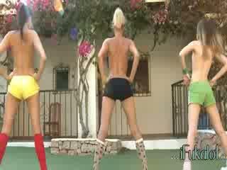 Trio 裸 lezzies メイキング 好気性の