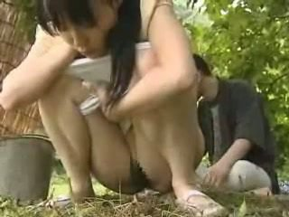 Nhật bản cô gái fucked lược bên ngoài