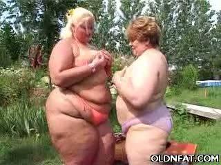 Mataba maturidad lesbians having pagtatalik outdoors