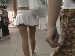 أشقر في جنسي outfit waving غنيمة سكرتيرات