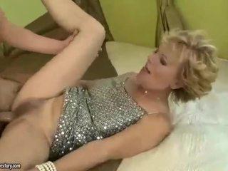 Tettona nonna gets scopata