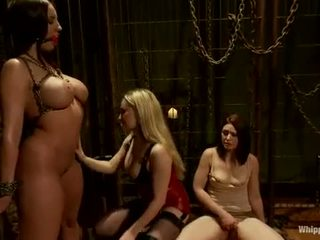 Rampant Aiden Starr Torments Kelly Divine's Snatch