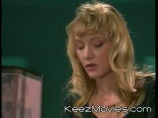 Sitting प्रीट्टी - दृश्य 4 - dreamland वीडियो