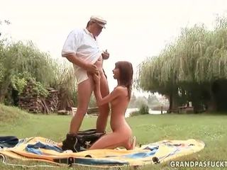 Grandpas a mladý holky pohlaví
