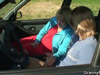 Anh ấy picks lên và fucks hitchhiking bà nội
