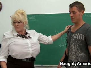 Kayla kleevage - المرأة الجميلة كبيرة معلم الشرجي مارس الجنس