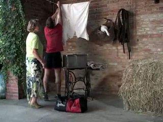 Abuelita martha gets ¡ayuda con su laundry