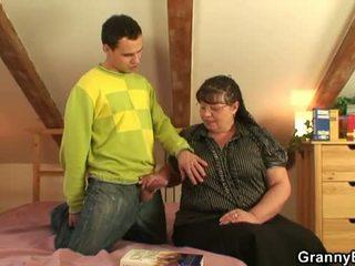 Nenek bet: besar berpayu dara besar nenek fuck muda budak lelaki.