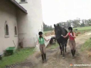 Lezbiýanka jana gals close by playthings
