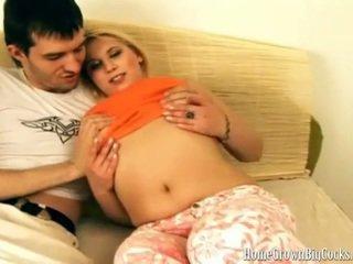 Luba loves vet lul omhoog haar klein bips