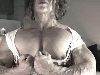 Най-големият клитор bodybuilder дама