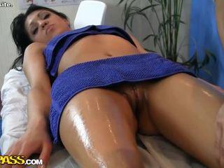 Görmek gyzykly gyz erotic massaž scene