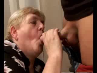 뿔의 할머니 gilf swallowing 아기 형사
