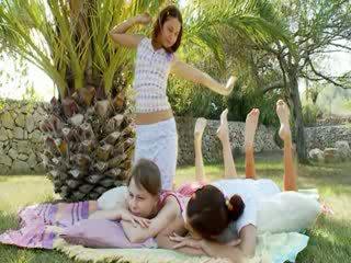 Trio lezzies having summer fun