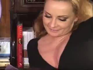 Mamma scopata con suo figlia e boyfriend video