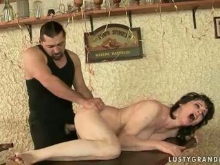 Горещ бабичка enjoys неприятен секс