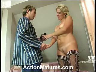 Agatha und rolf leggy mamma drinnen aktion