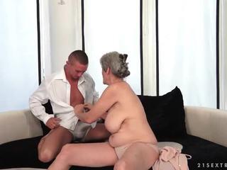 Rondborstig grootmoeder enjoys heet seks met haar boyfriend