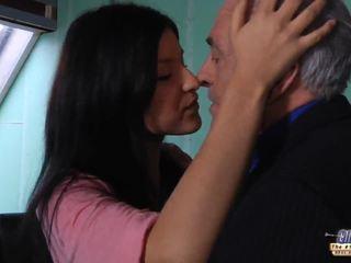 Senas mokytojas gets a seksas pertrauka nuo jaunas studentas