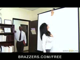 Big-tit lawyer shay sights daydreams sobre a foder dela chefe