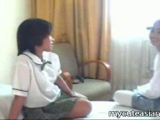Two 비탄 동성애의 아시아의 소녀 빌어 먹을 주위에