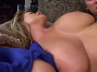 Sommeil grand breasted milf