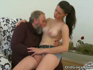 Simona er flattered dette dette eldret person likes til tilbringe noen kinky tid med dette chabr