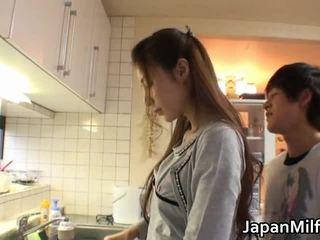 le travail de coup, tête donnant, japonais, sucer seins porm