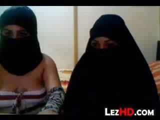 Amateur arab lesbiennes