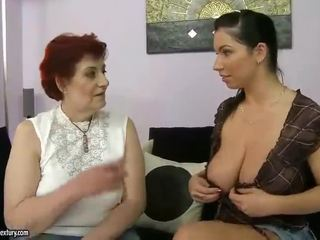 Paks vanaema ja rinnakas teismeline appreciating lesbid porno