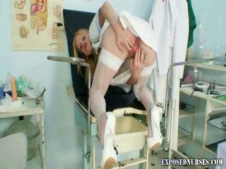 Άτακτος/η νοσοκόμα πόρνη με φυσικός τεράστιος playmate βυζιά
