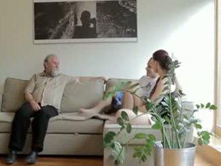 Terangsang tua orang fucks son's pacar perempuan