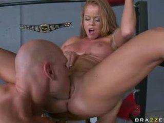 Nikki delano motta snatch ta upp med den tunga vid den corner av den ring