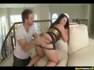 Cami shows বন্ধ তার সঠিক পাছা.