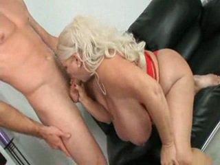 Mature grand nichons anal baise