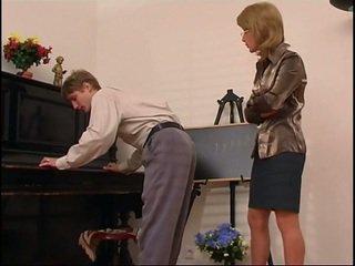 แก่กว่า เปียโน คุณครู dominates เธอ นักเรียน