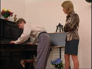 Älter klavier lehrer dominates sie student