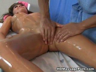 Masseur gets mengisap penis dari remaja klien