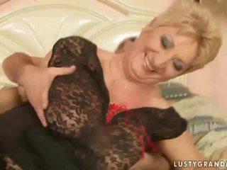 奶奶 在 魚網 絲襪 enjoys 熱 性別