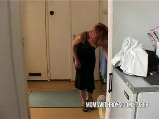 Μητριά helps νέος αγόρι getting σκληρά