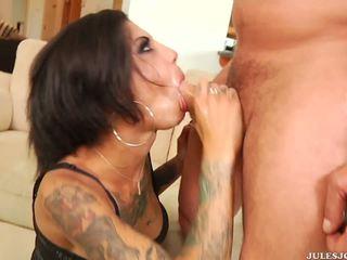 Divje analno penetration in obrazno za tattooed bonnie rotten.