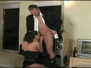Ištvirkęs paauglys enjoys seksas su senelis