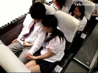 Aluna a masturbar fora guys caralho em o schools autocarro viagem