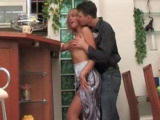 Venäläinen milf whore seduces, fucks ja moans