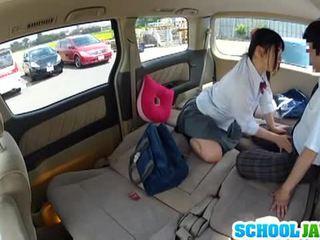 Japonské školáčka banged v a parking množstvo