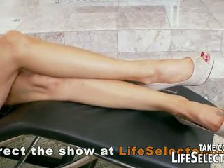 Nymphomaniac housewives get fuck by the therapist