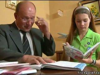 Καυλωμένος/η δάσκαλος seducing έφηβος/η